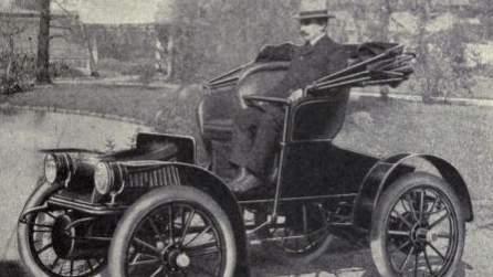Elektryczny Baker Suburban Runabout z roku 1909. Firma Baker Electric z Ohio, podobnie jak Tesla, produkowała jedynie elektryczne samochody. Założona w 1899 roku, zamknęła swoje podwoje po 15 latach. Fot.: Wikipedia.